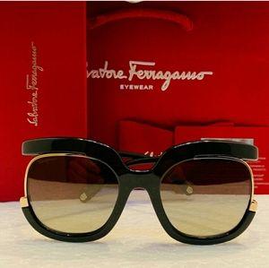 Salvatore Ferragamo SunglasseStyle SF863 color 001
